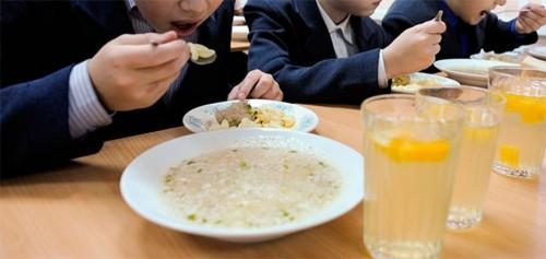 Роспотребнадзор открыл Всероссийскую горячую линию по вопросам организации питания в школах