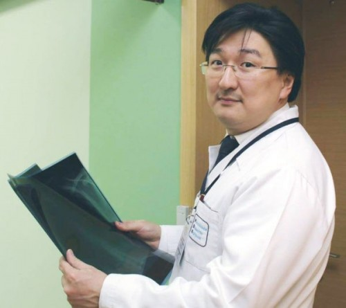 Сегодня ведущий колопроктолог страны  Бадма Башанкаев проводит прием пациентов в Элисте