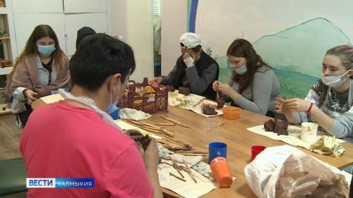 В Элисте возобновила свою работу керамическая мастерская