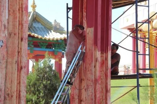 В Центральном хуруле Калмыкии возобновились ремонтные работы
