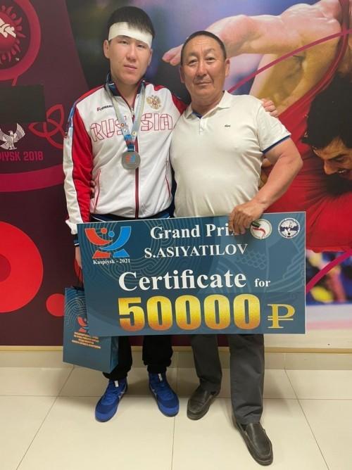 Борец из Калмыкии завоевал награду на престижных соревнованиях
