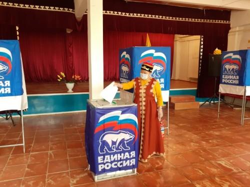 В Калмыкии голосование на предварительном голосовании проходит также и с национальным колоритом