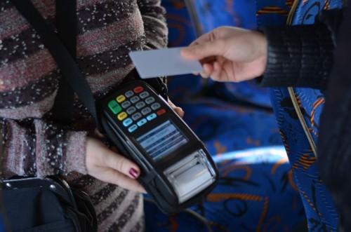 С сегодняшнего дня проезд в общественном транспорте Элисты можно оплатить с помощью транспортных карт