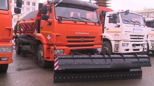 Впервые за 30 лет в Калмыкии обновлен автопарк спецтехники для коммунальных и дорожных служб