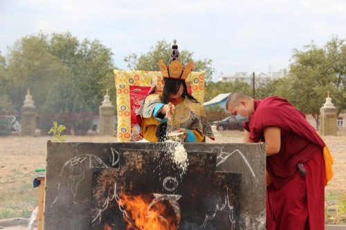 В Центральном хуруле проводятся ежегодные тантрические ритуалы под руководством Шаджин Ламы Калмыкии – Тэло Тулку Ринпоче