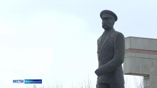 В Калмыкии стартовал открытый конкурс на лучший эскизный проект ордена Басана Городовикова