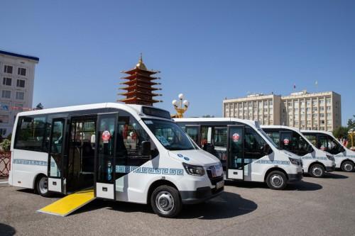 На городские маршруты Элисты вышли 10 новых пассажирских микроавтобусов