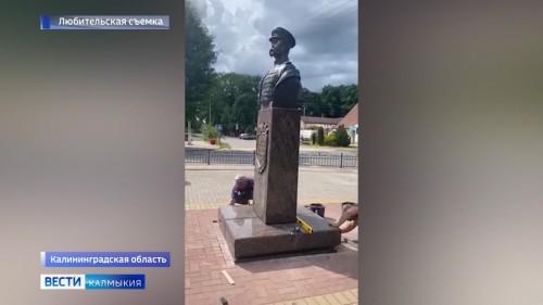 В Краснознаменске установили памятник легендарному военачальнику Басану Городовикову