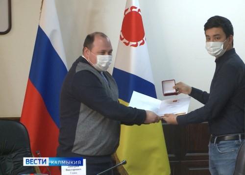 Калмыцких волонтеров отметили на федеральном уровне за помощь жителям региона во время пандемии