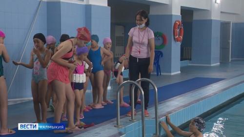С сегодняшнего дня школьники Элисты могут добавить в программу летнего отдыха водные процедуры