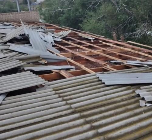 В Октябрьском районе, в результате ливня и ураганного ветра, пострадала кровля социальных объектов и ряда жилых домов