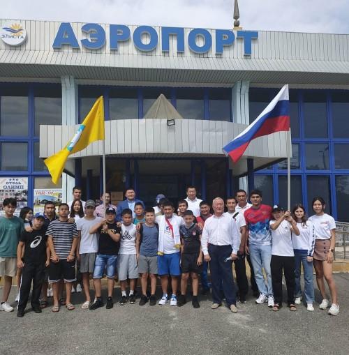 Сегодня в Калмыкию прибыл старший тренер сборной России по греко-римской борьбе