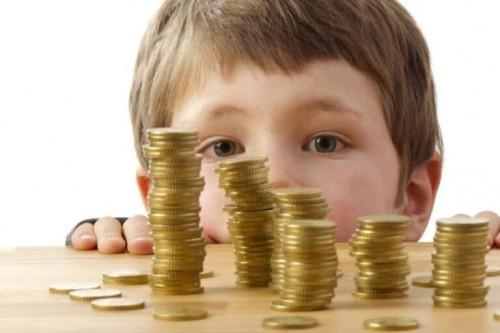 Безработные россияне  в сентябре получат по 3 тысячи рублей на каждого ребенка