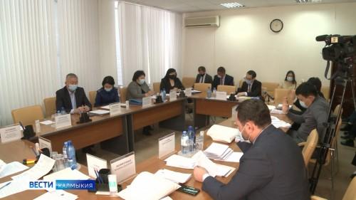 Состоялись заседания профильных комитетов Народного хурала