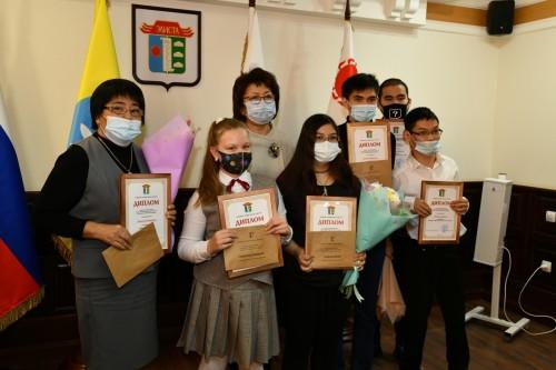 Шестерым жителям Калмыкии вручены именные премии Главы столичной Администрации