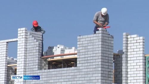 Усилены темпы строительных работ по возведению жилого дома по улице Некрасова