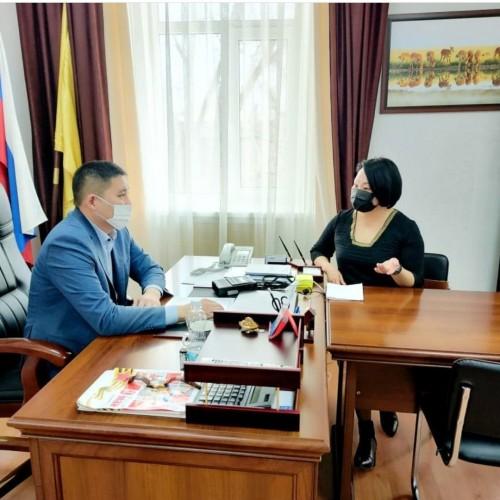 В эфире «Радио России. Калмыкия» интервью с главой Целинного РМО Эрдни Опиевым