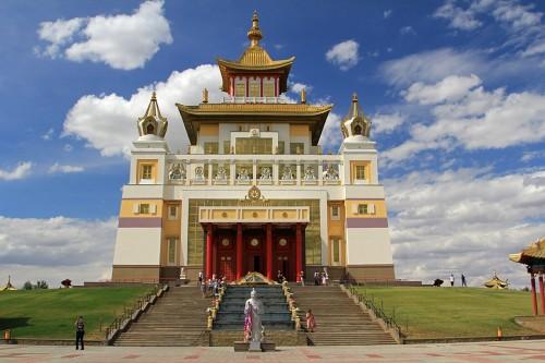 В Центральном хуруле Калмыкии продолжаются ритуалы продления жизни