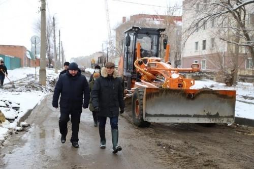Глава Калмыкии руководителем Элисты провели осмотр нескольких объектов строительства
