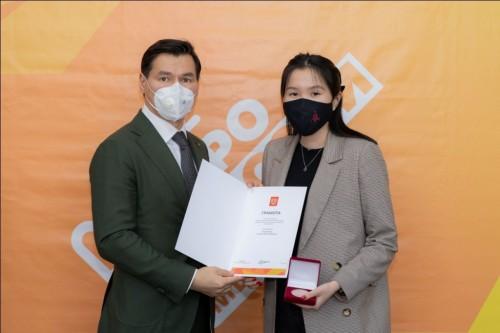 Бату Хасиков вручить волонтёрам памятные медали Президента и премии «Достояние Республики»