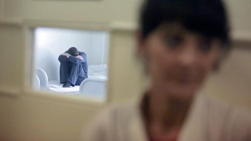 За покушение на убийство в состоянии невменяемости мужчина отправится в психиатрическую больницу