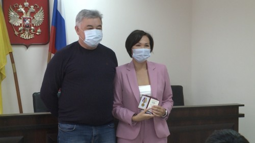 64 медицинских работника Калмыкии были отмечены нагрудными знаками «100 лет автономии Калмыкии»