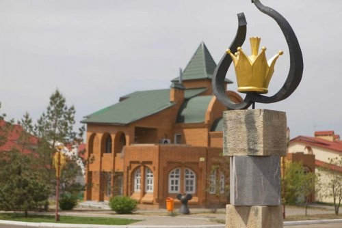 Скульптура из Калмыкии борется за звание самой необычной в России