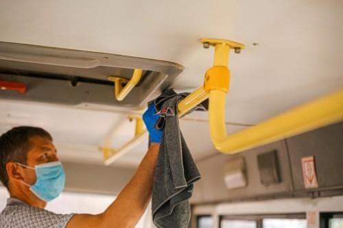 В Элисте проводится ежедневная санобработка многоквартирных домов и общественного транспорта