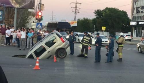 Автомобиль жителя Калмыкии ушел под землю