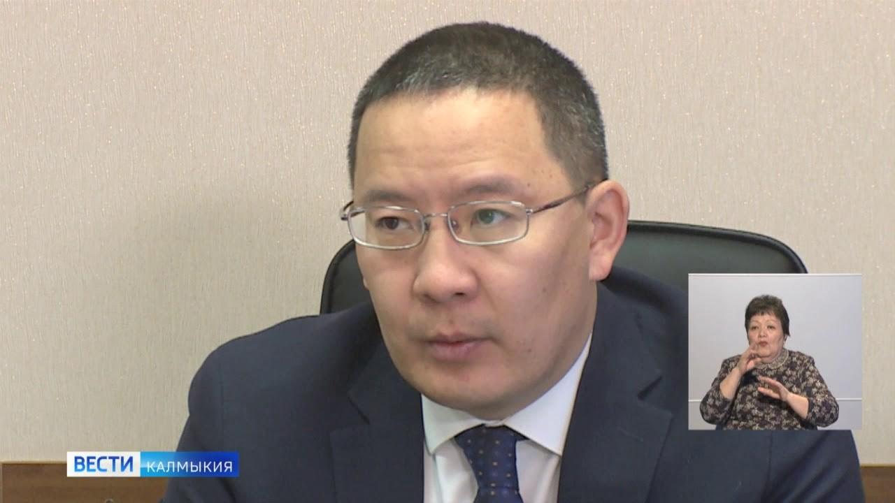 Заместитель председателя правительства Калмыкии Наран Кюкеев провел круглый стол по вопросам водоснабжения