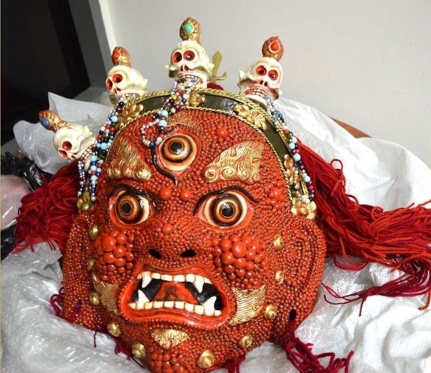 Сотрудники Национального музея имени Пальмова получили редкий подарок в свою коллекцию