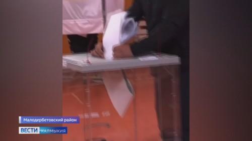 По факту вброса бюллетеней на избирательном участке в Малых Дербетах проводится процессуальная проверка