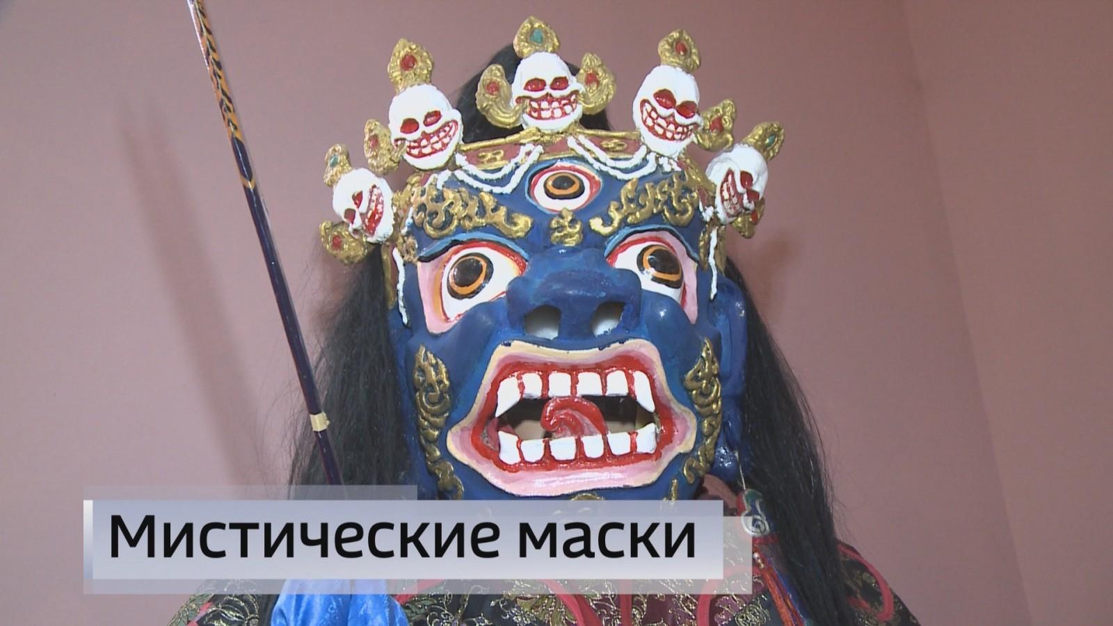 Национальный музей имени Пальмова получил редкий подарок от известного мастера по изготовлению масок для Мистерии ЦАМ