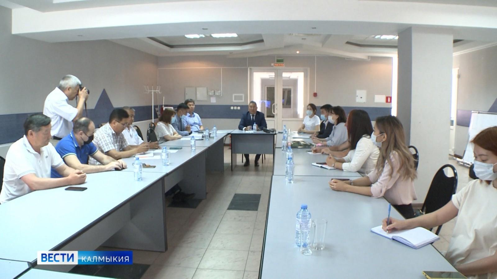 В региональном профильном министерстве обсудили актуальные проблемы экологии