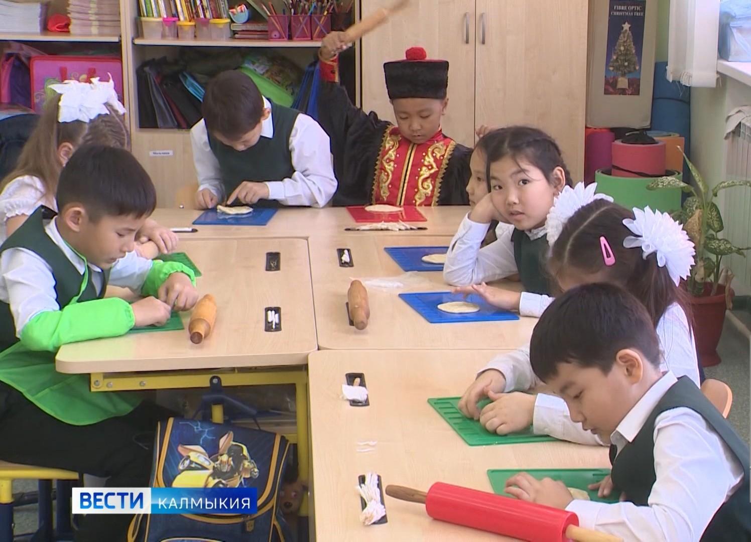 В школах Калмыкии состоялся единый интернет-радио-урок по калмыцкому языку