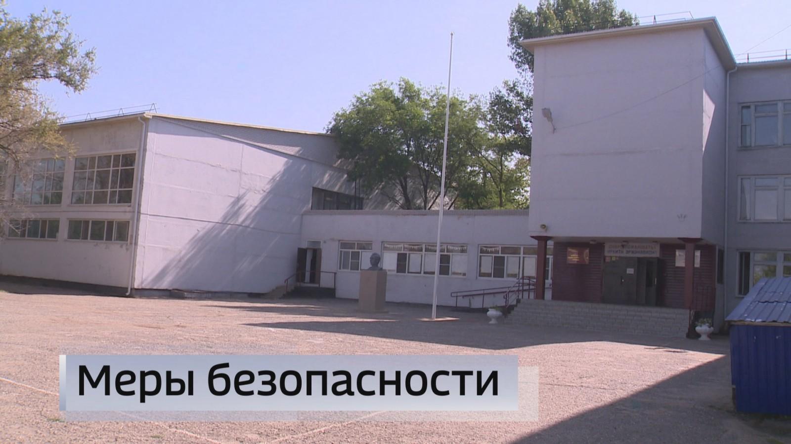 Полицейские и сотрудники  Национальной гвардии проверили избирательные участки Элисты перед выборами