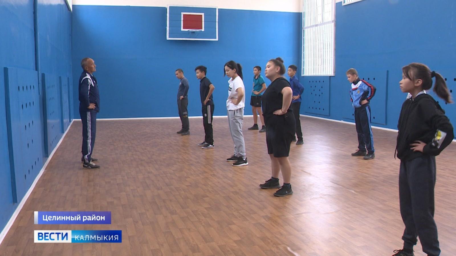 В Ики-Чоносовской средней школе имени Дорджиева после капремонта открылся спортивный зал