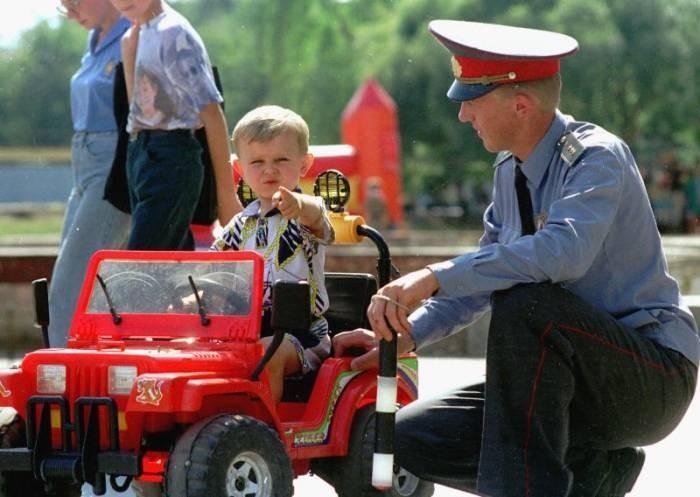 Госавтоинпекторы продолжают проводить для школьников Калмыкии уроки дорожной безопасности