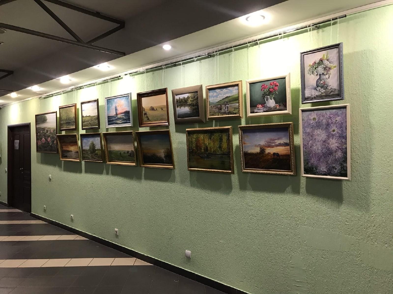 «Озарение». В Элисте отрылась первая персональная выставка Вячеслава Самтанова
