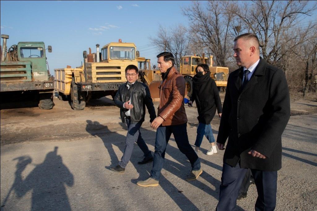 Глава Калмыкии Бату Хасиков посетил с рабочей поездкой Сарпинский район