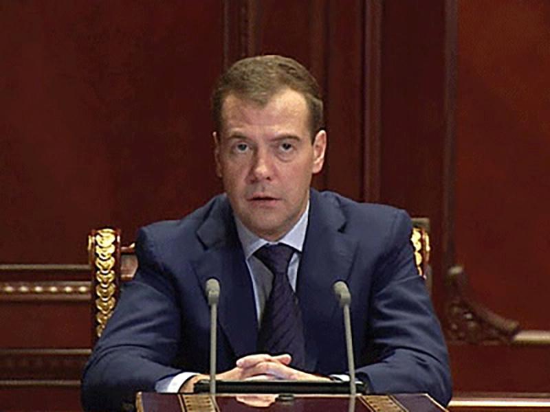 Дмитрий Медведев считает необходимым снизить нагрузку на мировых судей