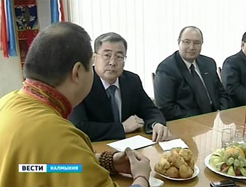 Шаджин Лама Калмыкии поздравил журналистов с Днем калмыцкой печати