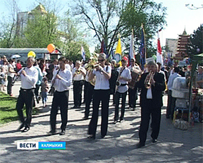 Первомай в Калмыкии: шествие, праздничный концерт и открытие культурно-развлекательного сезона