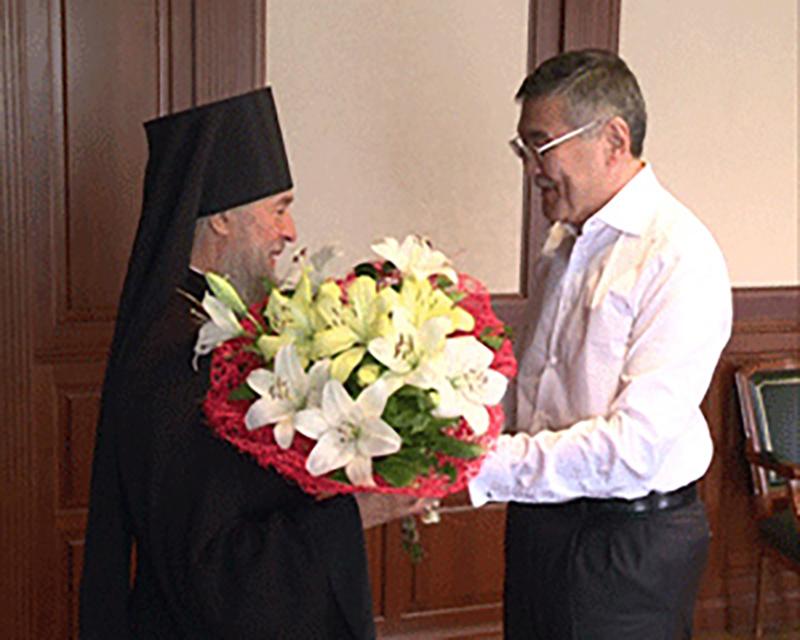 Алексей Орлов поздравил епископа Зиновия с днем рождения и вручил подарок