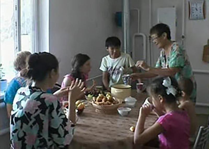 В Калмыкии увеличились выплаты на содержание детей опекунам и приемным семьям