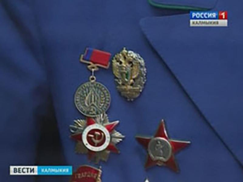 Ветерана Ивана Сафонова поздравили сотрудники Следственного комитета