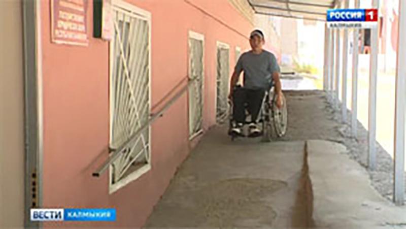 Инвалидам-колясочникам — безбарьерную среду