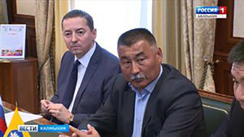 Глава Калмыкии провел рабочее совещание по вопросам земельных отношений