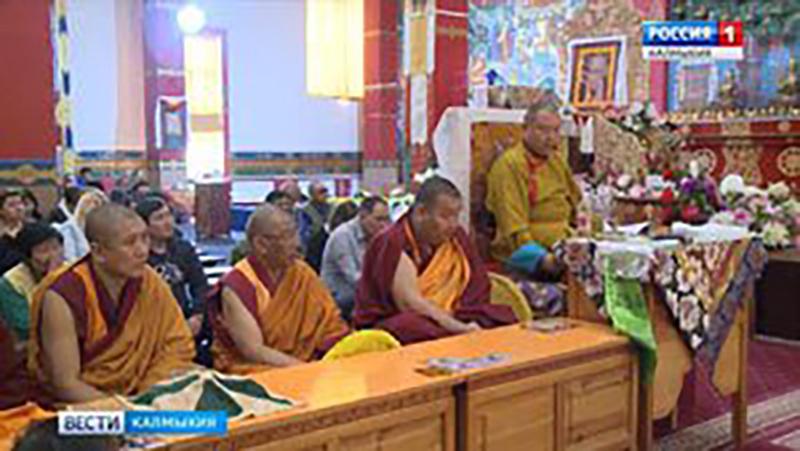 В Центральном хуруле продолжаются мероприятия, посвященные дню рождения Шаджин Ламы Калмыки