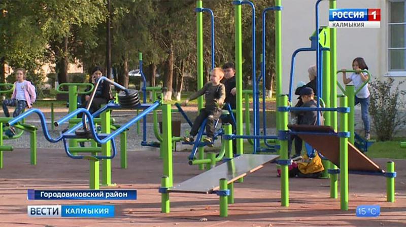 В Городовиковске установлены уличные тренажеры
